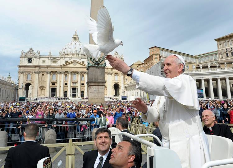 Francisco-Espiritu-Santo-Vaticano-AP_CLAIMA20130515_0121_14