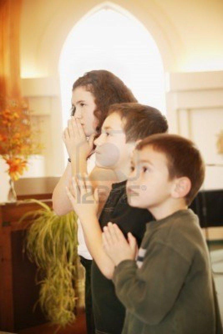 ninos-rezando